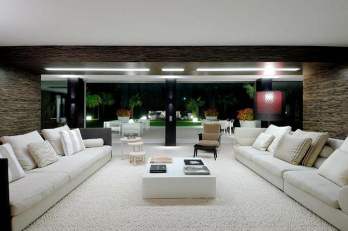 moderne inneneinrichtung wohnzimmer:Moderne Inneneinrichtung mit einem quadratischen Nesttisch