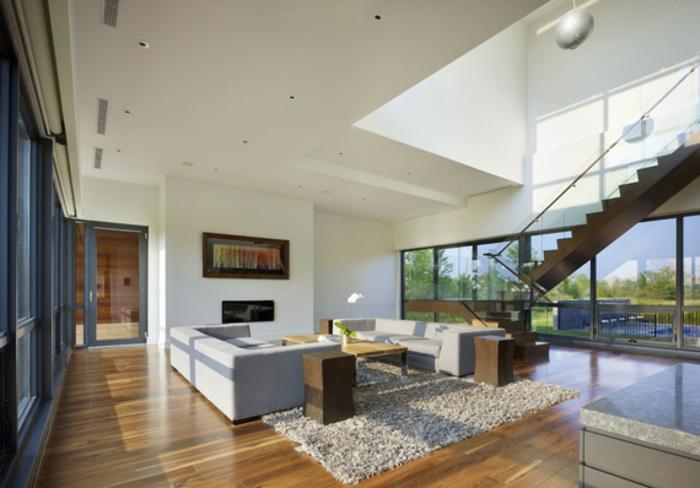 moderne-inneneinrichtung-weiße-wände-und-treppen