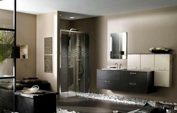 modernes-Badezimmer-Cappuccino-Wände-dekorative-Steine-sxhwarze-weiße-Schubladen-Dusch-Kabine