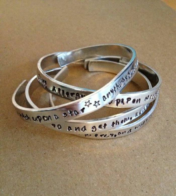 personalisierte-Armbänder-mit-Gravur