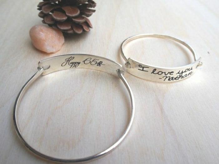 personalisierte-silberne-Armbänder-mit-Gravur