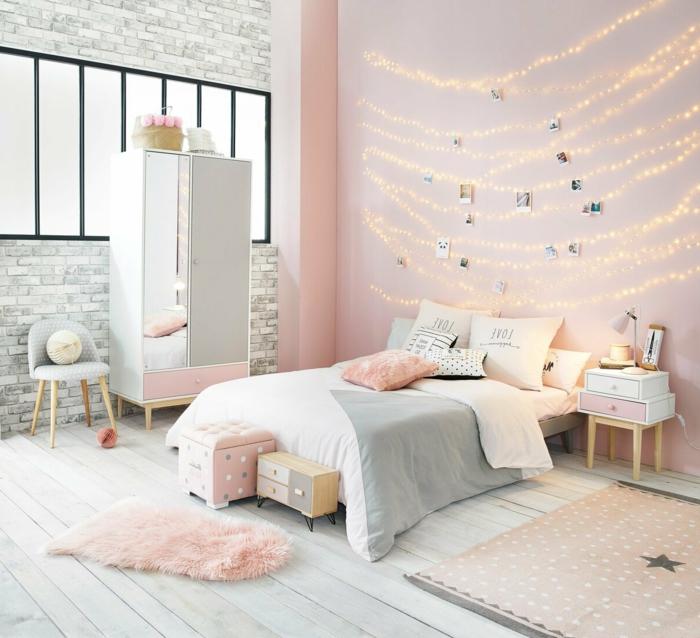 pinkes luxus zimmer für teenager aufgehängte lichterketten innenausstattung minimalistisch kleiner kleiderschrank