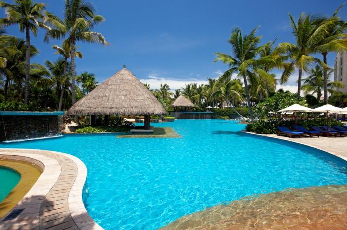 pool-bilder-gemütliches-villa-haus-daneben