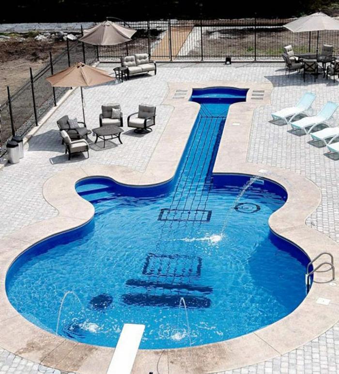 pool-bilder-gitarre-form-foro-von-oben-gemacht