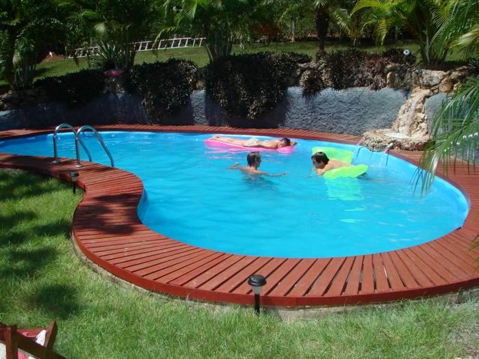 pool-bilder-ovale-form-grünes-gras-daneben