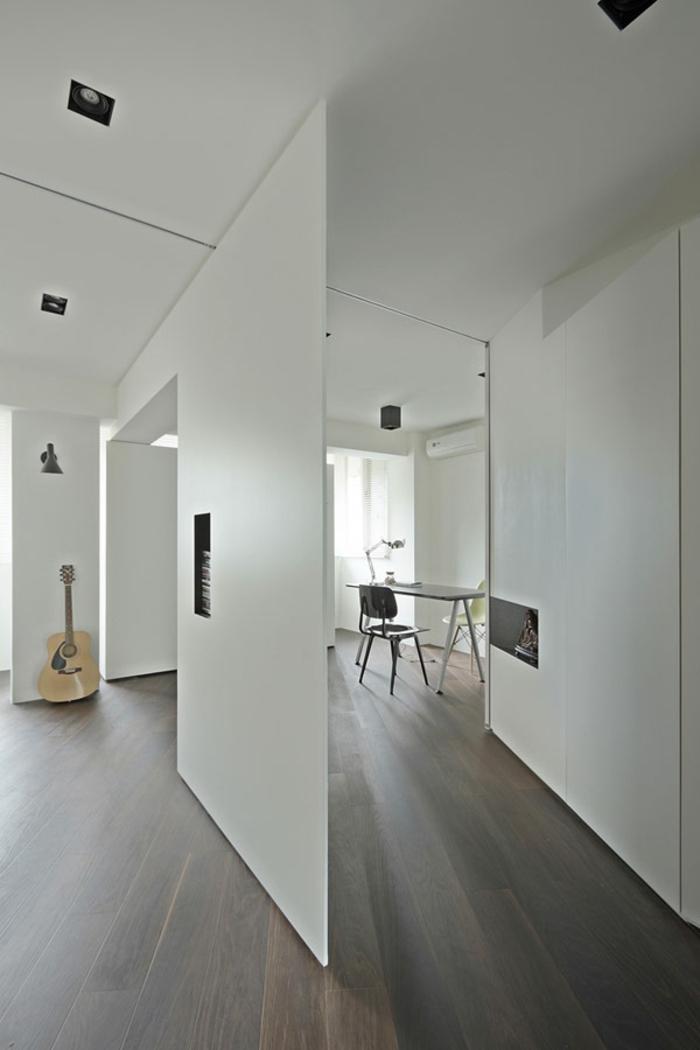 raumtrennung-ideen-weiße-innengestaltung