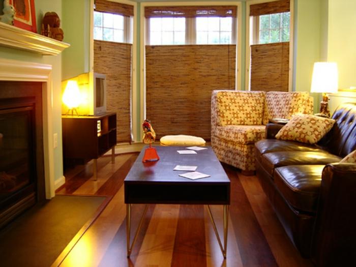 retro-wohnzimmer-hölzernes-modell-vom-nesttisch