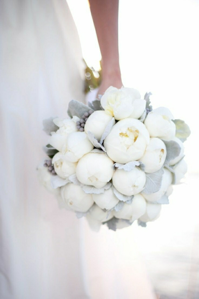 romantischer-Hochzeitsstrauß-weiß