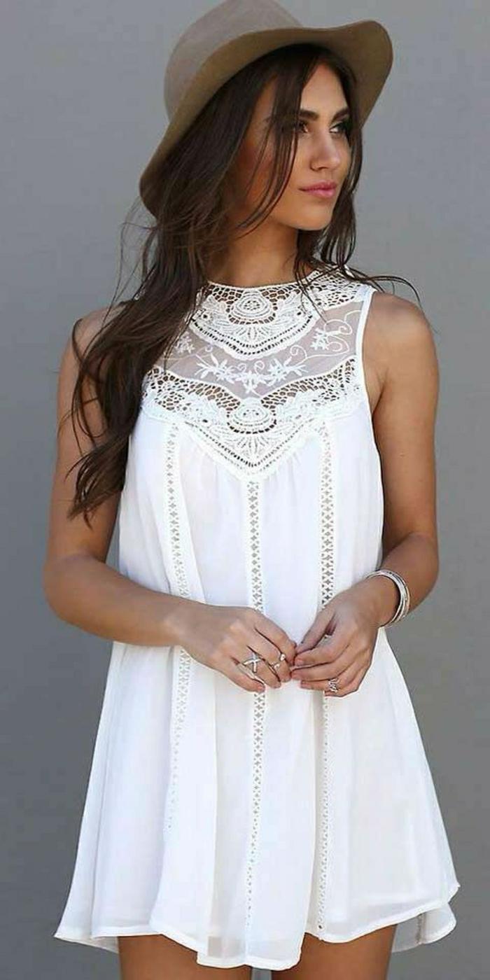 romantisches-weißes-Sommerkleid-braunes-Hut
