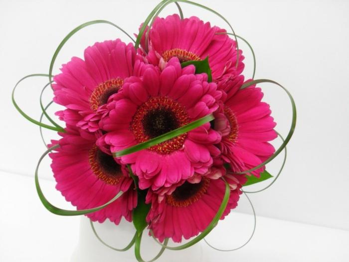 rosa-gerberas-blumendeko-blumenstrauß-ideen-für-dekoration-mit-blumen-