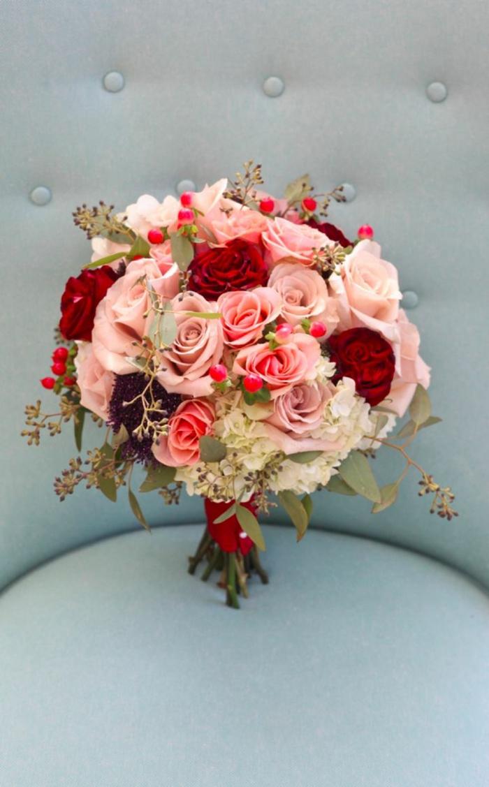 rosen-blumensträuße-mit-wunderschönen-blumen-dekoration-deko-mit-blumen