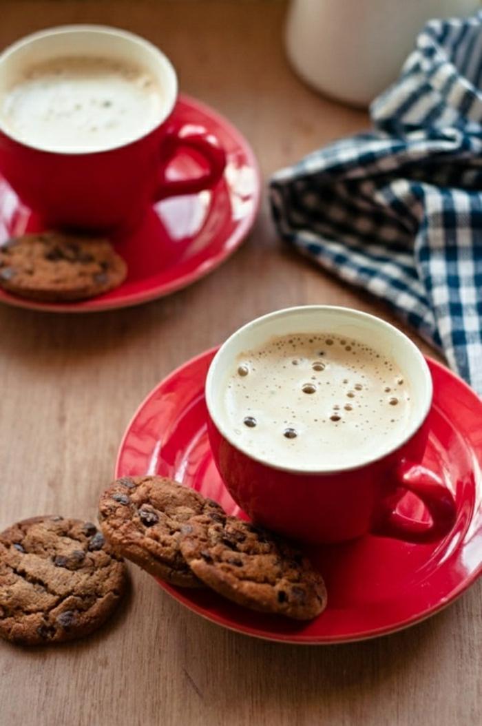 rote-Cappuccino-Tassen-Cookies-rustik