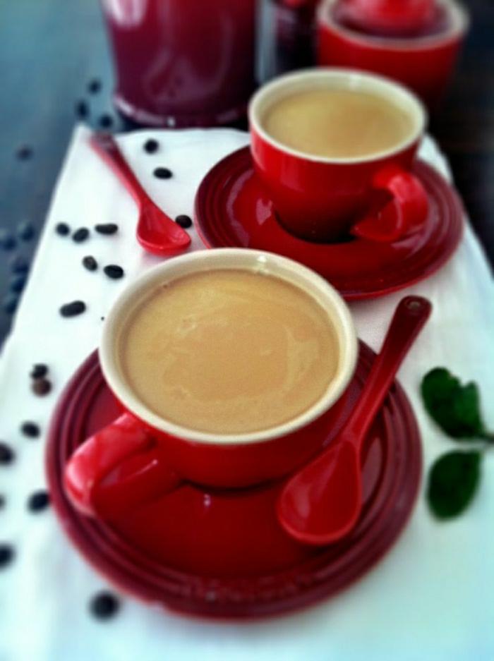 rote-Cappuccino-Tassen