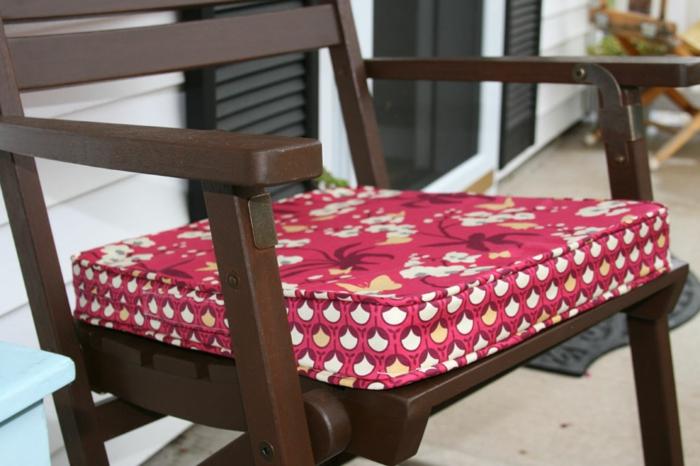 rote-sitzkissen-für-stühle-bunte-kissen-stuhlauflagen