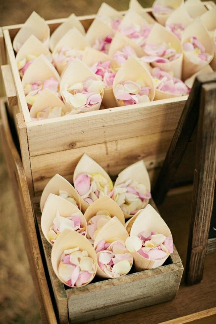 rustik-Hochzeit-Kasten-Rosenblätter-Papierkornette