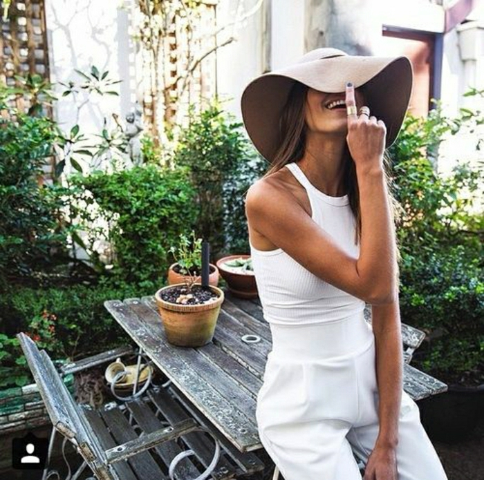 schöne-Hemdhose-weiß-Sommerkleidung-brauner-Hut
