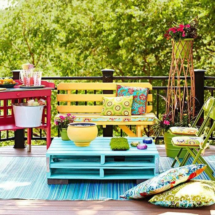 schöne-möbel-aus-paletten-europalette-paletten-tisch-einrichtungsideen-wohnzimmer-tisch-aus-europaletten-europalette-tisch-europalette-gartenmöbel-aus-paletten