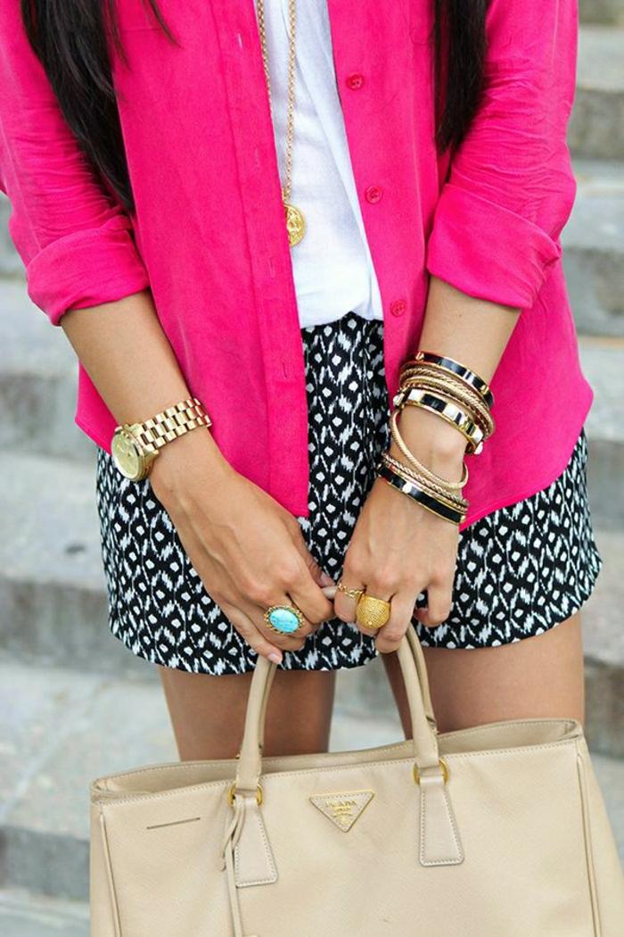 schöner-Outfit-kurze-Hosen-Designer-Tasche-Prada-beige
