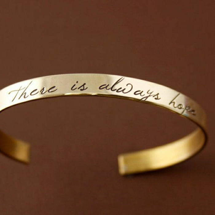 schönes-graviertes-Armband
