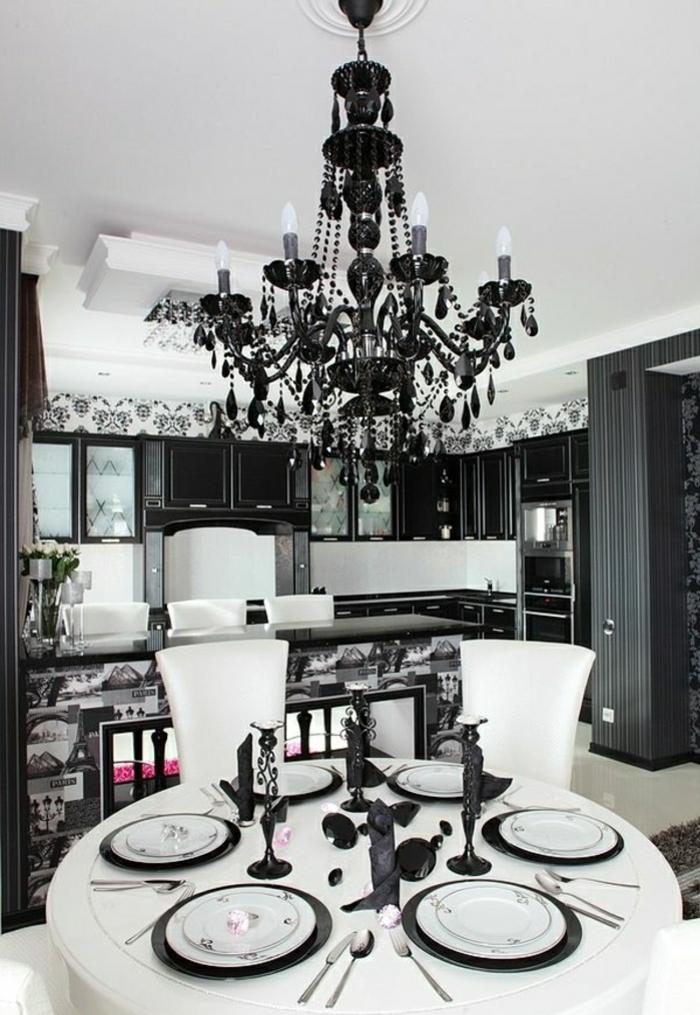 schwarz-weißes-Interieur-Esszimmer-Barock-Stil-Tapete-Kristall-Kronleuchter