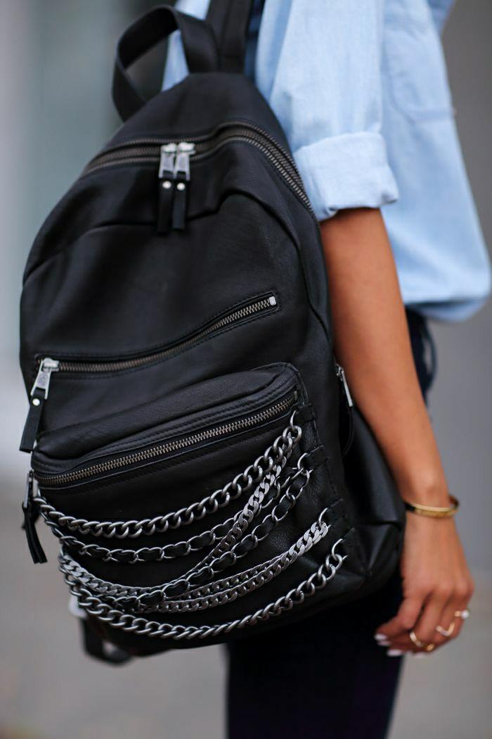 schwarzer-Leder-Rucksack-Ketten