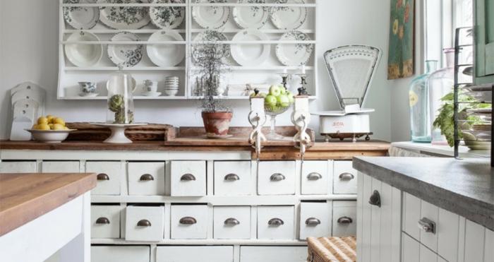 shabby-chic-küche-attraktive-weiße-schränke-mit-schubladen
