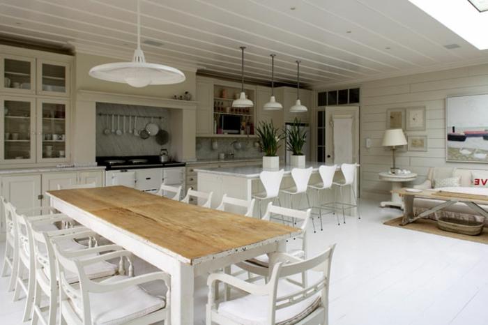 shabby-chic-küche-großer-esstisch-mit-vielen-stühlen