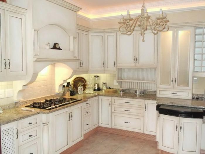 shabby-chic-küche-viele-weiße-schränke-sehen-toll-aus
