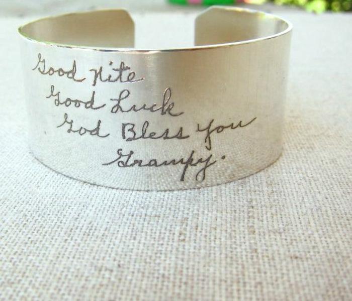 silbernes-graviertes-Armband