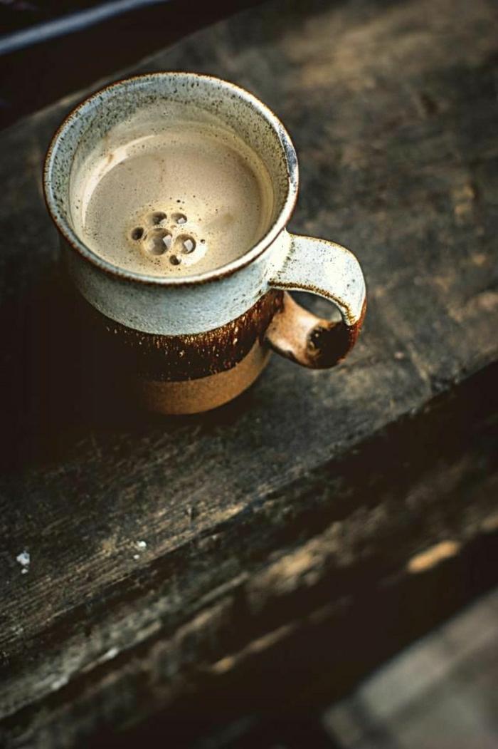 simple-Cappuccino-Tasse-braun