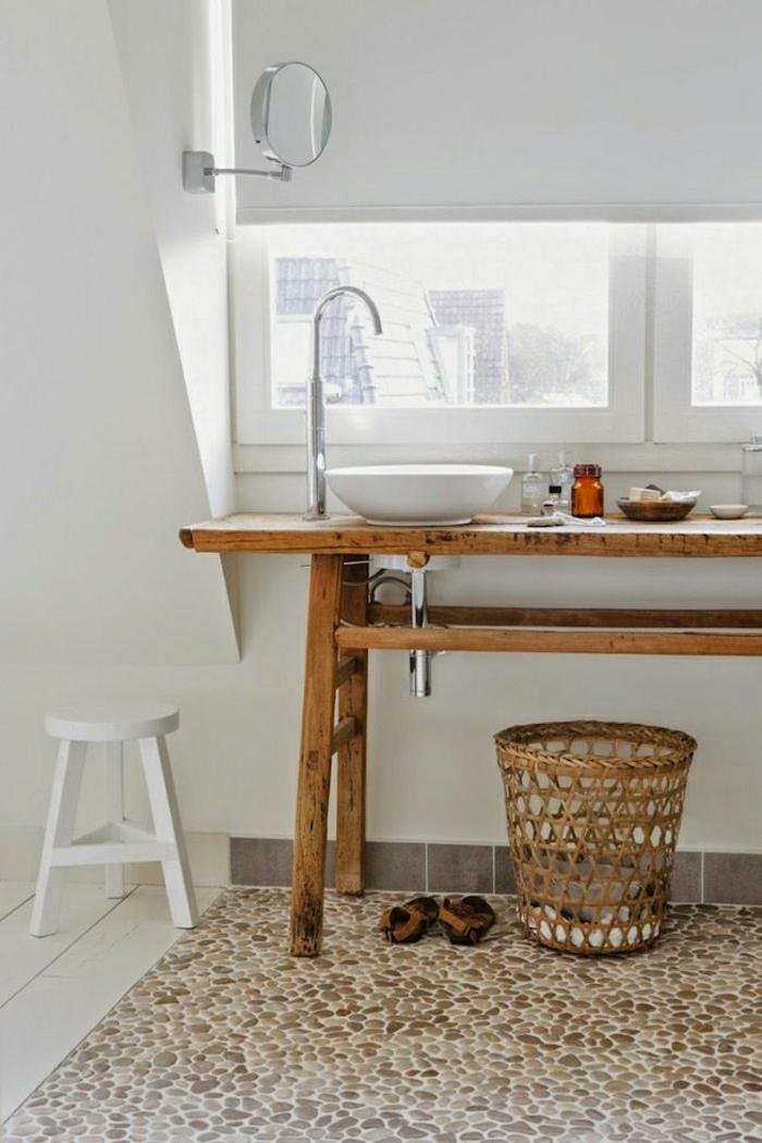 skandinavisches-Badezimmer-weiß-Holz-Rattankorb-Boden-dekorative-Steine