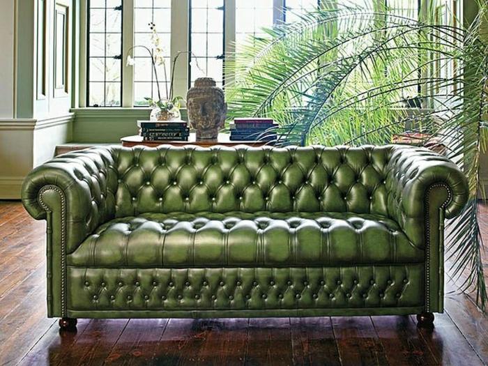 stilvolles-grünes-Chesterfield-Sofa-Leder