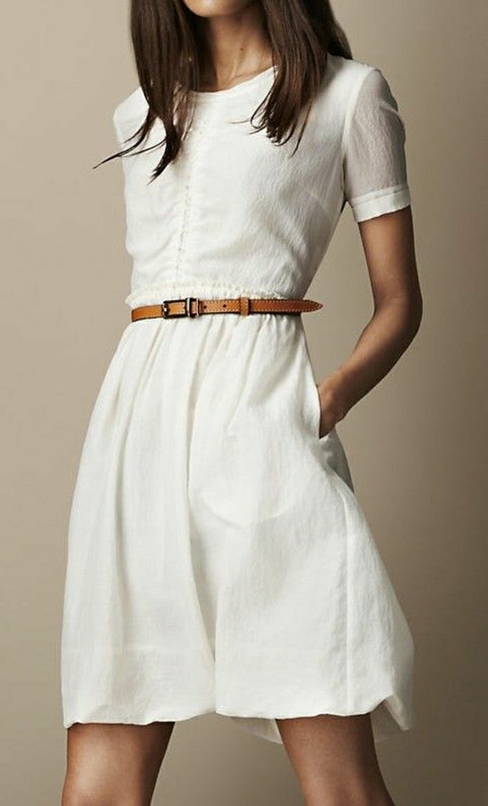 stilvolles-weißes-Kleid-Gürtel