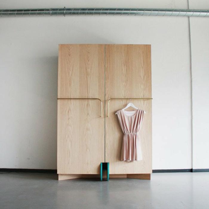 stylische-garderobe-hölzernes-design