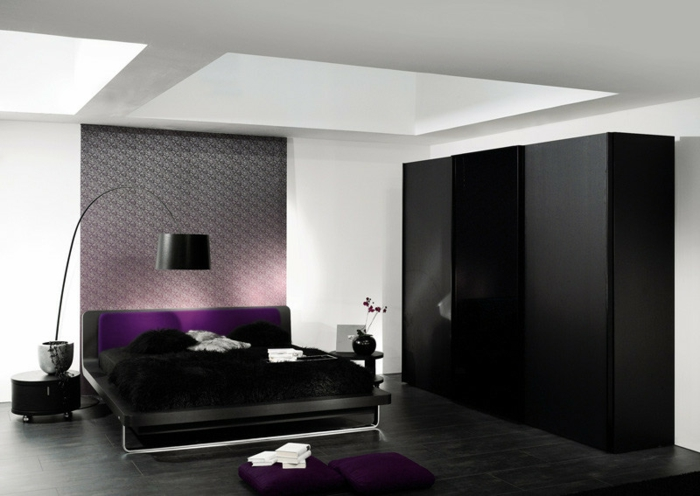 stylische-garderobe-tolles-modell-in-schwarzer-farbe