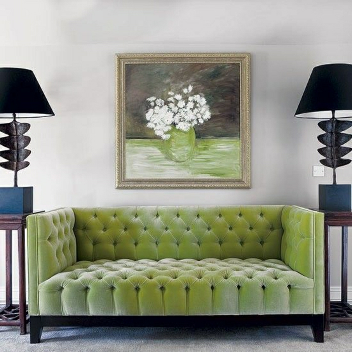 wohnzimmer chesterfield:symmetrisches-Wohnzimmer-Chesterfield-naturgrüne-Farbe