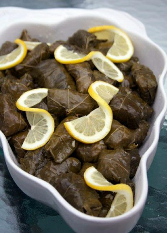 traditionelle-griechische-Speisen-Dolmadakia
