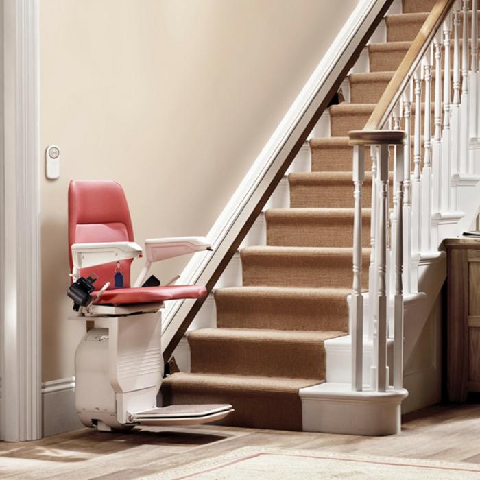 treppenlifte-modelle-ein-rosiger-stuhl
