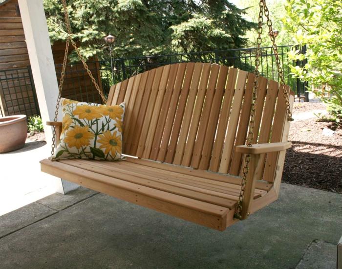 veranda-schaukel-sehr-schönes-modell-im-garten