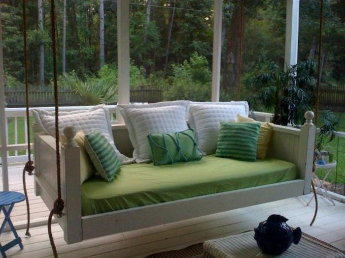 veranda-schaukel-traditionelles-modell-mit-vielen-dekokissen