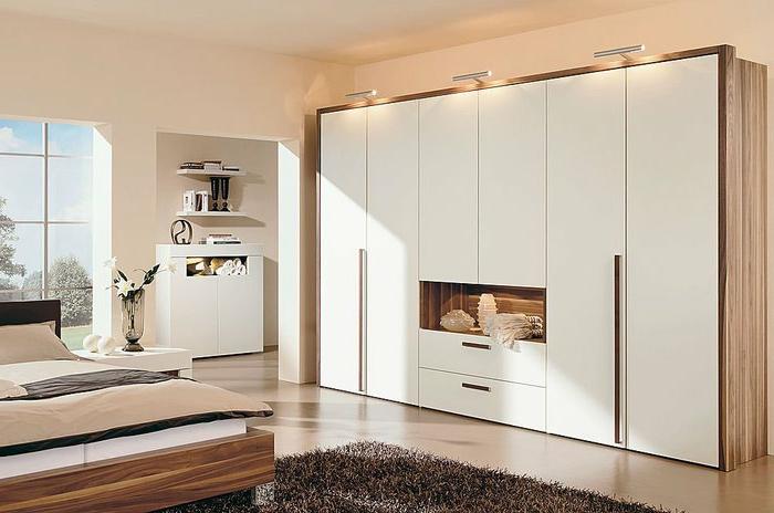 Aussehen weiße stylische wandgarderobe gemütliches schlafzimmer