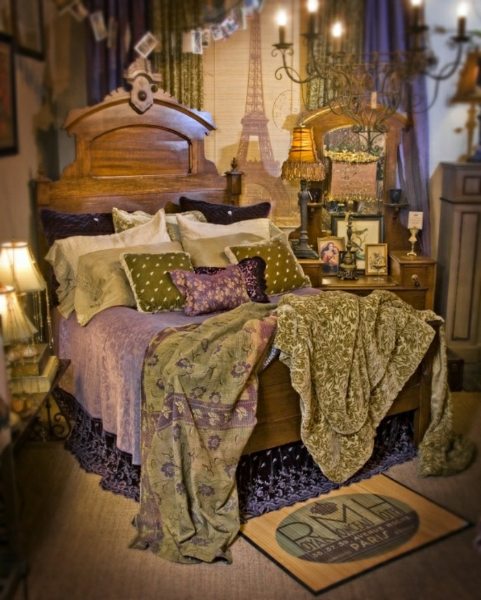 vintage-Boho-Chic-Stil-Schlafzimmer-Bettwäsche-lila-grün-Kronleuchter