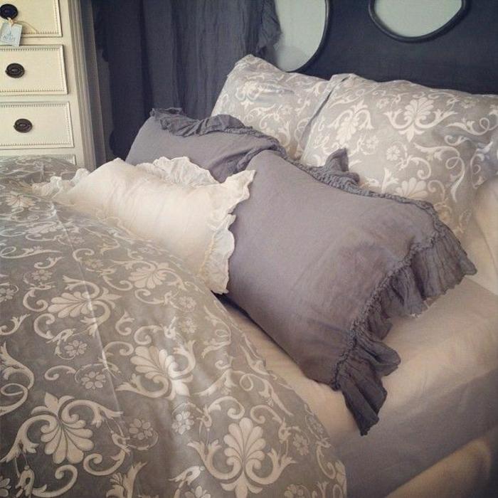 vintage-Schlafzimmer-Bettwäsche-lila-Ornamente-italienische-Muster