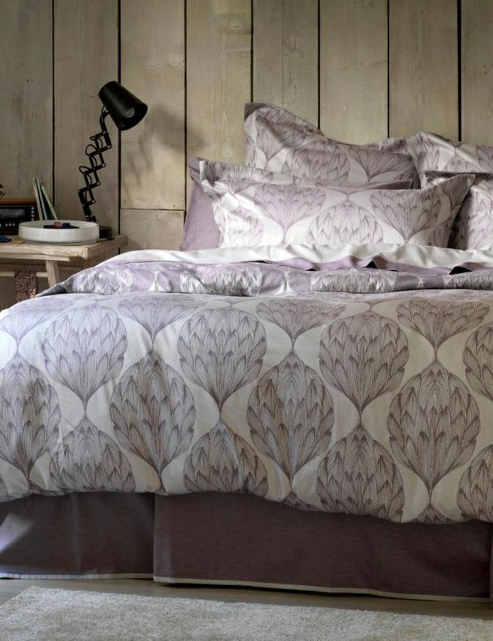 vintage-Schlafzimmer-Satin-Bettwäsche-weiß-lila-Dekoration