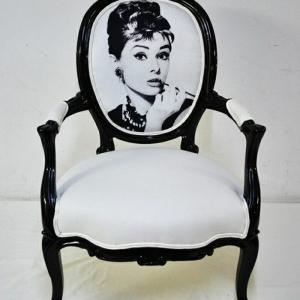 Der vintage Sessel bringt Komfort und Nostalgie