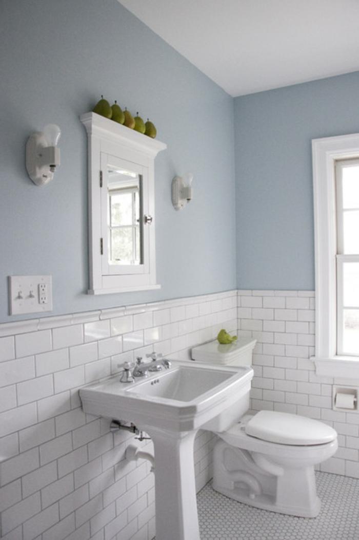 Tolle Wandgestaltung: der runde Spiegel macht einen tollen Eindruck