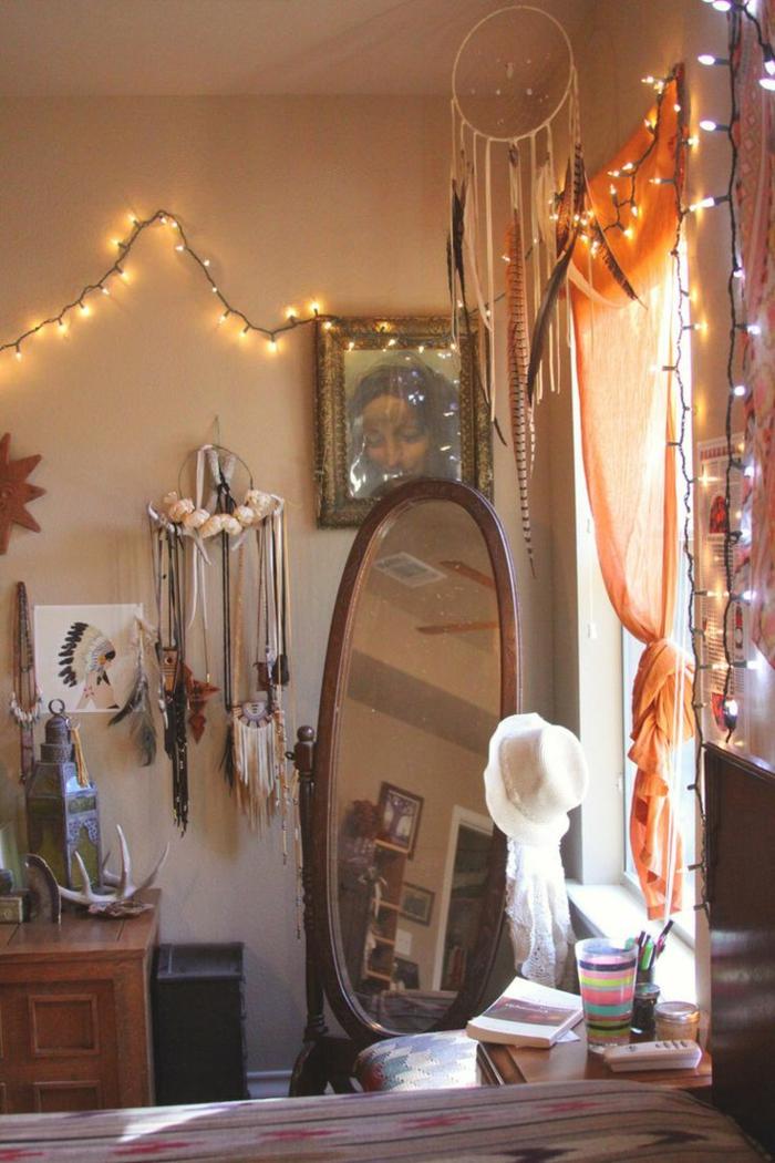 vorhänge-für-jugendzimmer-eleganter-ovalförmiger-spiegel