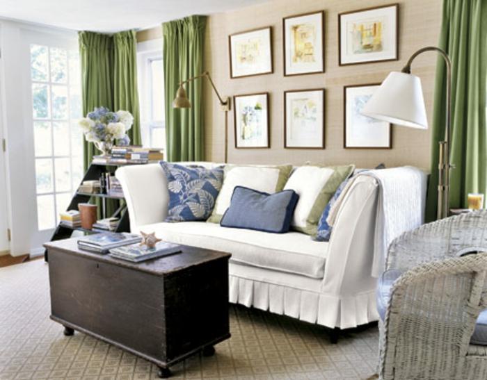 schönes wohnzimmer im landhausstil - elegante wandgestaltung