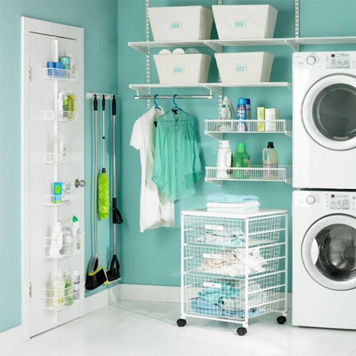 waschküche-einrichten-alles-in-weiß-blaue-wand