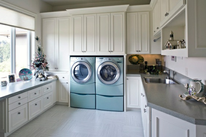 waschküche-einrichten-attraktive-ausstattung-blaue-waschmaschinen